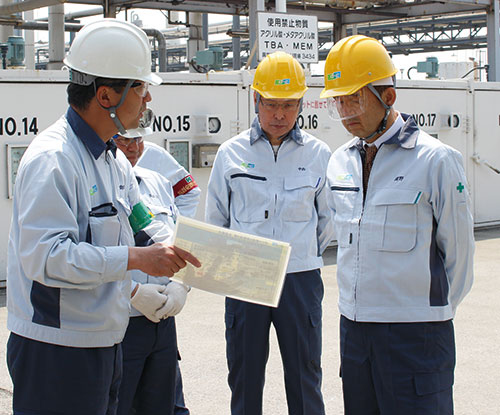ESH audit conducted by DIC's chairman (center) and CEO (right)