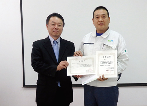 ESH manager Yin Yin accepts commendation from DIC (China)'s chairman Shinsuke Toshima