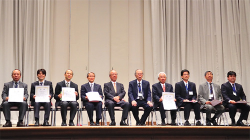Mr. Sugie (fourth from the left) and Mr. Arita (second from the left) with other award winners.